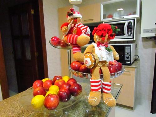 Frutas e bonecos de biscoito para o Natal