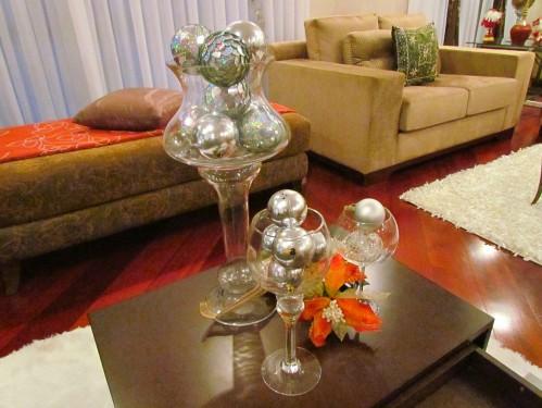 Arranjo de vidro e bolas de Natal